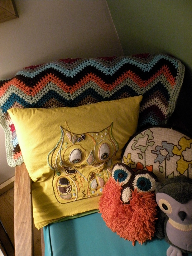 I love collecting vintage craft books - found this owl pattern (embroidery + felt) and just HAD to make it! Same for the fluffy little orange owl that I crocheted (also shown is a small baby blanket I crocheted)
